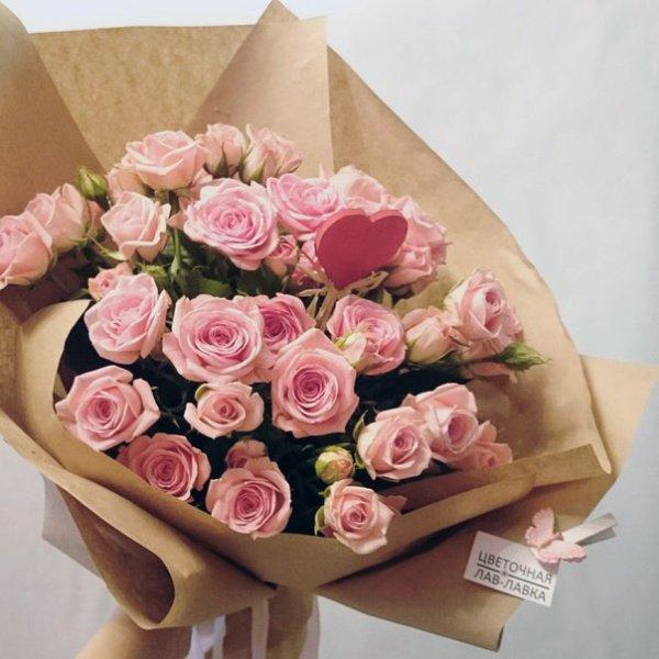 Букет №12, букет из роз, букет на 14 февраля, букет на 8 марта, красные розы на 8 марта, крафт, кустовая роза,