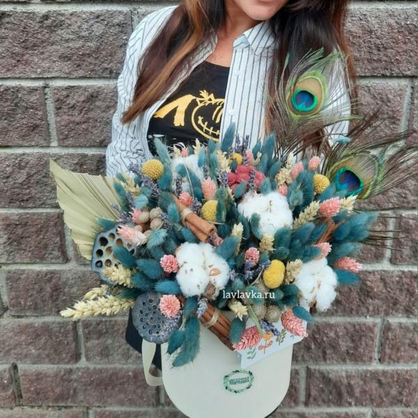 Букет в шляпной коробке №3, букет в коробке, букет в шляпной коробке, Букет из лагуруса, Букет из сухоцвета, Краспедия, лагурус, лотос, сухоцвет, хлопок, цветы в коробке, цветы в шляпной коробке, шляпная коробка,