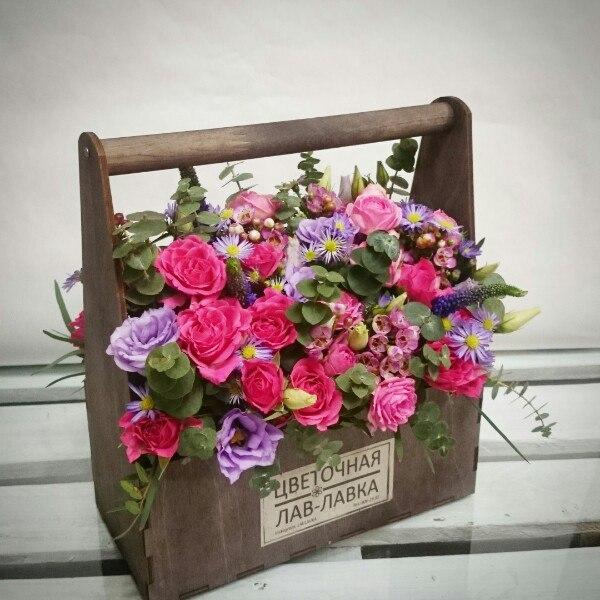 Композиция в ящике №1, букет в деревянном ящике, букетв ящике, вероника, лизиантус, роза, цветочная композиция в ящике, цветы в деревянном ящике, цветы в ящике, эвкалипт, ящик,
