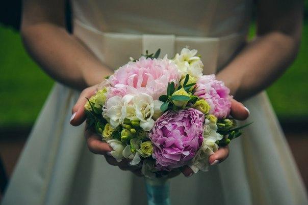 Букет невесты №8, букет невесты, кустовая роза, пион, фрезия,