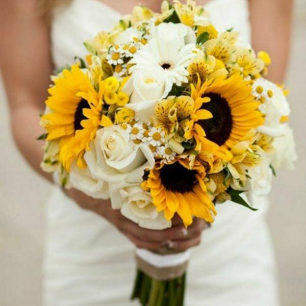 Букет невесты №2, альстромерия, белая роза, букет невесты, гелиантус, гербера, матрикария виктори, подсолнух, роза, хризантема,