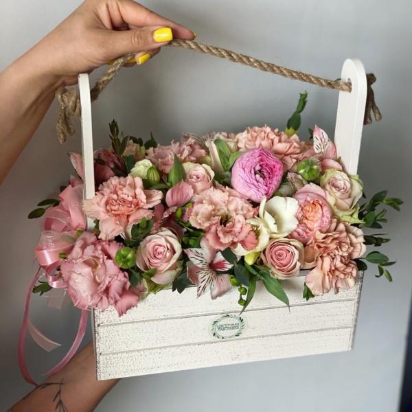 Композиция в ящике №3, авторск, букет в деревянном ящике, букет в коробке, букет в ящике, стильный букет, стильный букет в ящике, цветы в деревянном ящике, цветы в коробке, цветы в ящике,