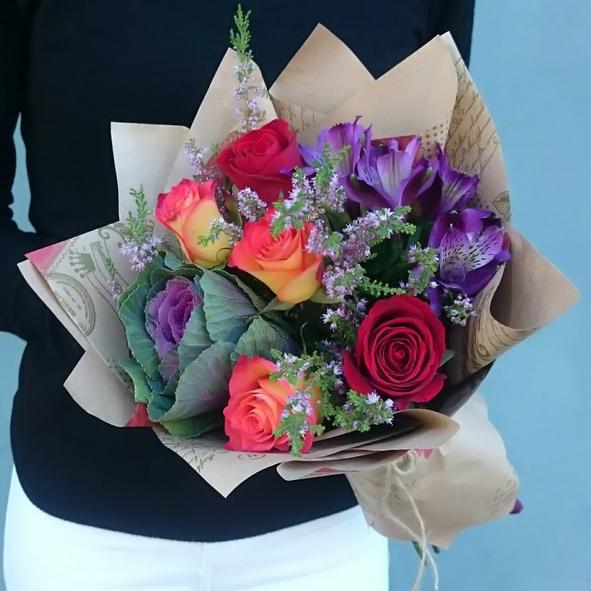 Букет №2, альстромерия, брасика, брасика ред крейн, букет, букет 850 рублей, букет на 1 сентября, крафт, маленький букет, мини роза, роза,