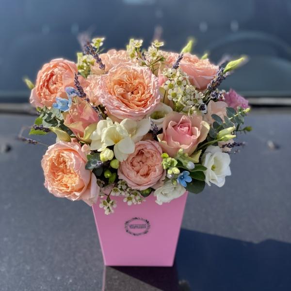 Цветочная композиция №2, букет в коробке, букет с лавандой, букет с фрезией, нежная композиция, нежная цветочная композиция, пионовидные розы, цветочная композиция, цветы в коробке,
