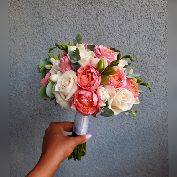 Букет невесты №7, белая роза, Букет для невесты, букет невесты, кустовая роза, пионовидная роза, роза, свадебный букет, фрезия, фрезия белая,