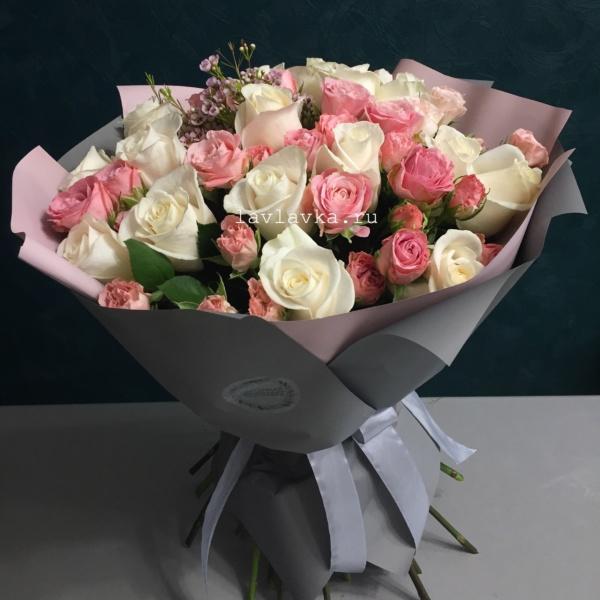 Букет №24, бело-розовый букет, букет из роз, крафт, кремовая роза, кустовая роза, роза, роза вендела, розовый букет,