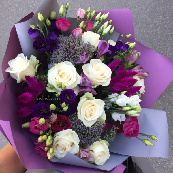 Букет №50, альстрамерия, кремовая роза, лизиантус, роза, роза вендела, трахелиум, целозия, эустома,