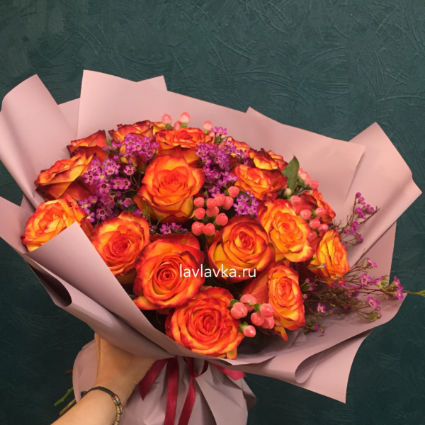 Букет №6, ваксфлауэр, оранжевая роза, роза, роза хай меджик, хиперикум,
