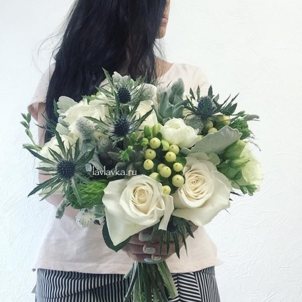 Букет невесты №14, белая фрезия, бело- синий букет невесты, букет невесты, гиперикум, ирингиум, кремовая роза, орнитогалум, орнитогалум вайт стар, роза, роза вендела, свадебный букет, сенецио, суккулент, суккуленты, фрезия, хиперикум, цинерария, эрингтум,