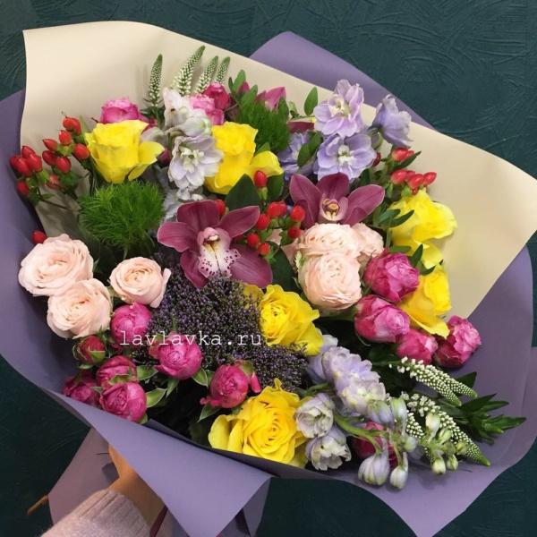 Букет №33, букет на 14 февраля, букет на 8 марта, букет с орхидеей, цветы на 8 марта, яркий букет,