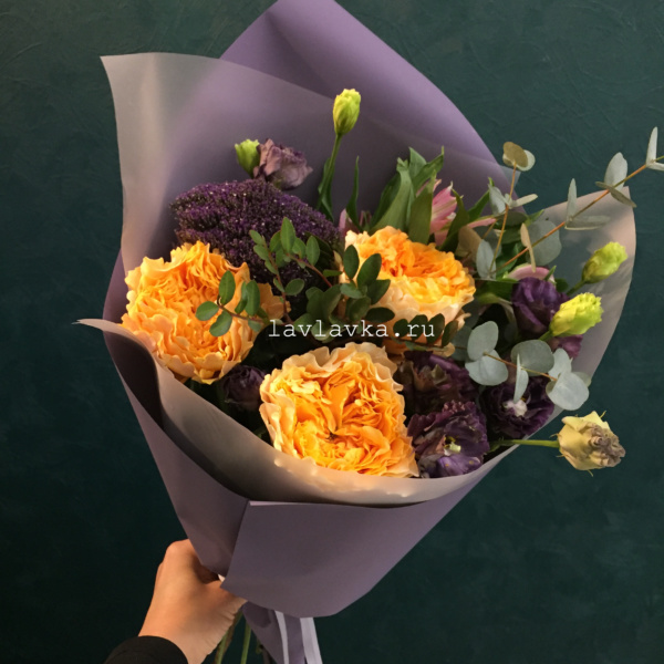Букет №5, альстромерия, лизиантус, пионовидная роза, трахелиум блю, фисташка, эвкалипт,