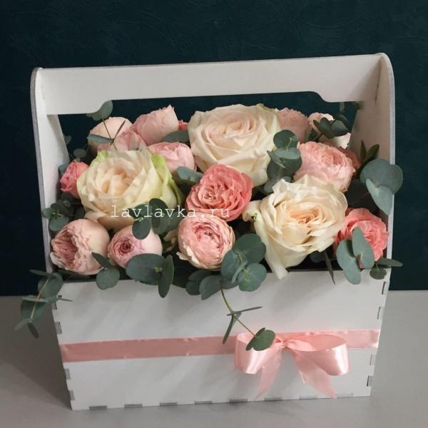 Композиция в ящике №6, букет в коробке, букет в ящике, пионовидные розы, роза вайт о хара, цветы в деревянном ящике, цветы в коробке, цветы в ящике, ящик,