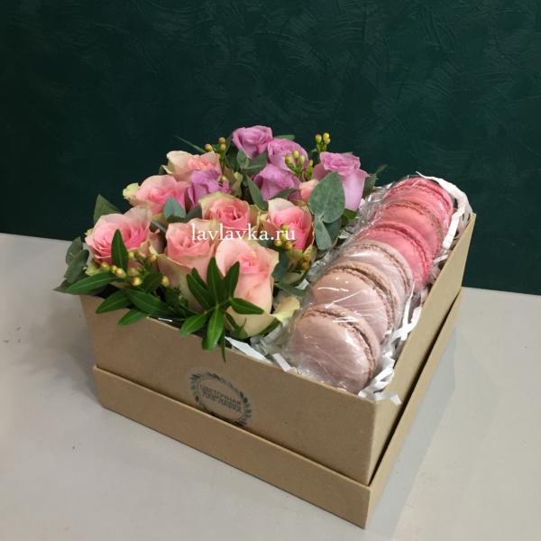 Сладкая композиция №4, макаруни, цветы в коробке,