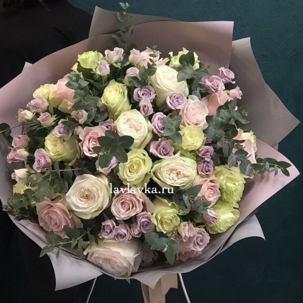 Букет №42, кустовая роза, пионовидная роза, роза, роза мондиаль, роза о хара, роза пинк мондиаль, роза сильвер шедов, эвкалипт,