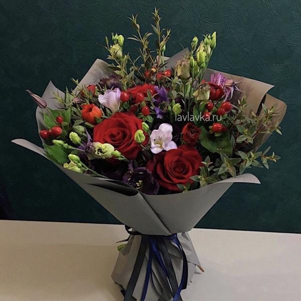 Букет №26, байя, брасика, вероника, гиперикум, крафт, кустовая пионовидная роза, кустовая роза, роза, роза мисти бабблс, хризантема, хризантема кустовая, целлозия, эвкалипт,