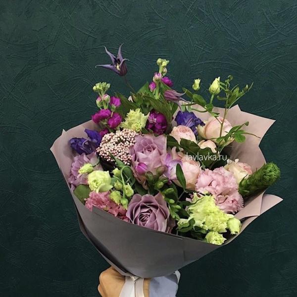 Букет №22, клематис, крафт, лизиантус, лизиантус алиса пинк, орнитогалум, роза пионовидная, сборный букет, фрезия,
