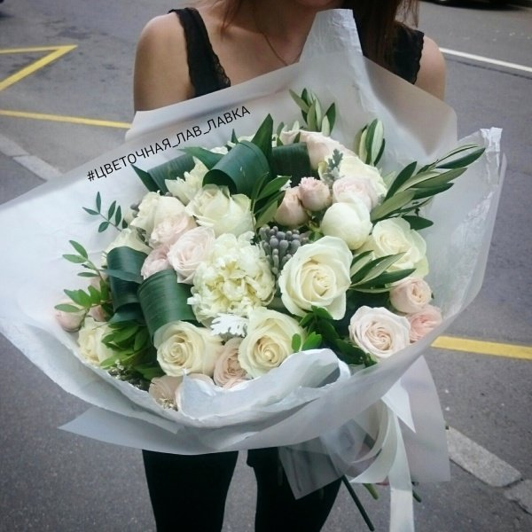 Букет №61, бруния, крафт, кустовая роза, матовая пленка, пион, пион белый, пионовидная роза, роза, роза бомбастик, роза вендела,