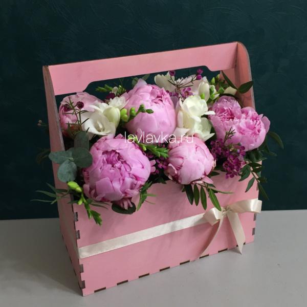 Композиция в ящике №9, букет в деревянном ящике, букет в коробке, букет в ящике, цветочная композиция, цветочная композиция в ящике, цветы в деревянном ящике, цветы в ящике,