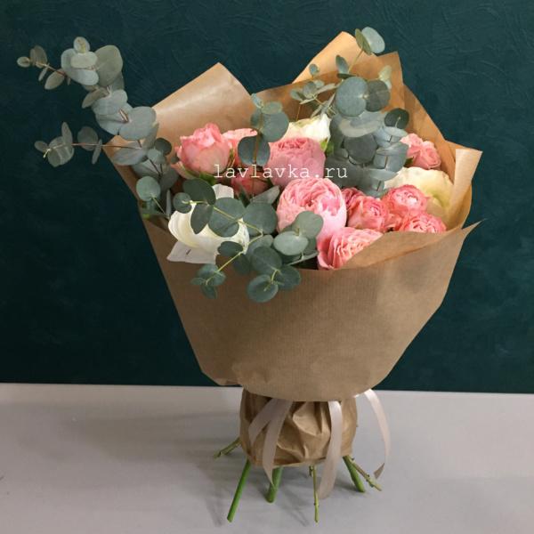 Букет №52, крафт, кустовая пионовидная роза, кустовая роза, ранункулюс, роза пионовидная, фисташка,