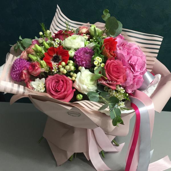 Букет №67, анемон, бая, ваксфлауэр, георгина, гортензия, лизиантус, ранункулюс, роза, роза кустовая пионовидная, фрезия, хиперикум, эвкалипт цинарея,