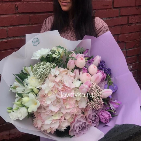 Букет №55, альстрамерия, букет с гортензией, вероника, гортензия, лизиантус, роза, тюльпан, фрезия,