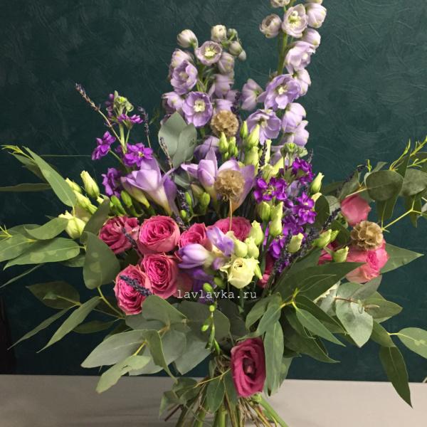 Букет №78, брасика, дельфиниум, корелус, лаванда, лизиантус, пионовидная роза, скабиоза, эрингиум, эустома,
