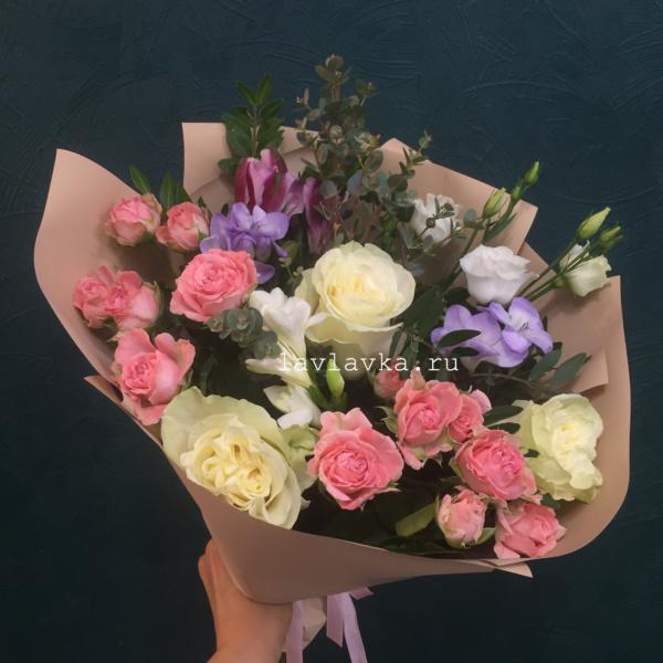 Букет №71, альстрамерия, крафт, пионовидная роза, роза, роза бомбастик, сенецио, сталлион, фисташка, фрезия,