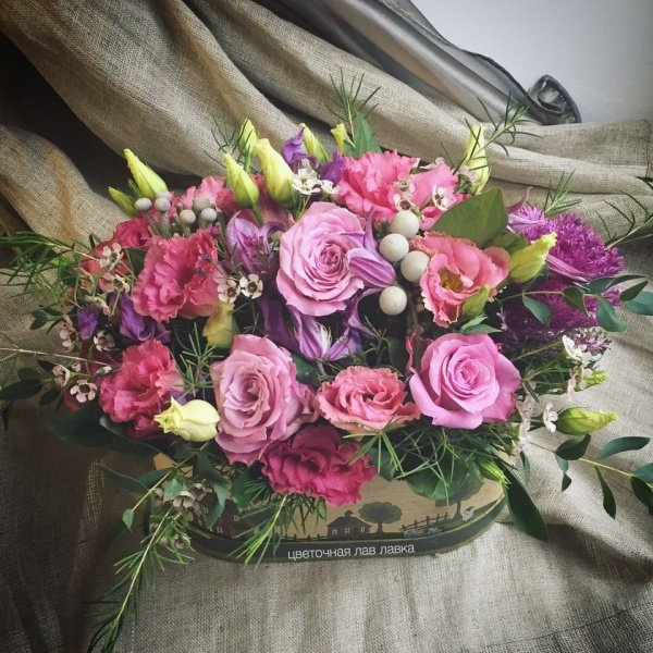 Цветочная композиция №8, брасика, бруния, лизиантус, роза, хамелациум, эвкалипт,