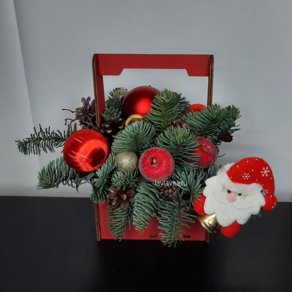Новогодняя композиция №6, дед мороз, корпоративные новогодние подарки, Красная композиция, купить новогодний подарок, нобилис, новогодние подарки, Новогодние подарки для коллег, новогодний букет, новогодний декор, Новогодний декор дл, Новогодний декор для д, новогодняя композиция, новогодняя композиция в ящике, рождественская композиция,