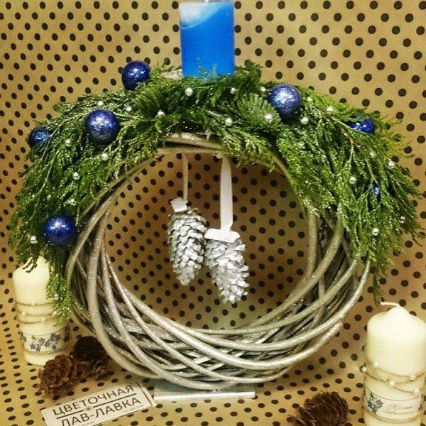 Новогодняя композиция №6, венок, нобилис, новогодний венок, новогодний декор, подсвечник, свеча, шар,