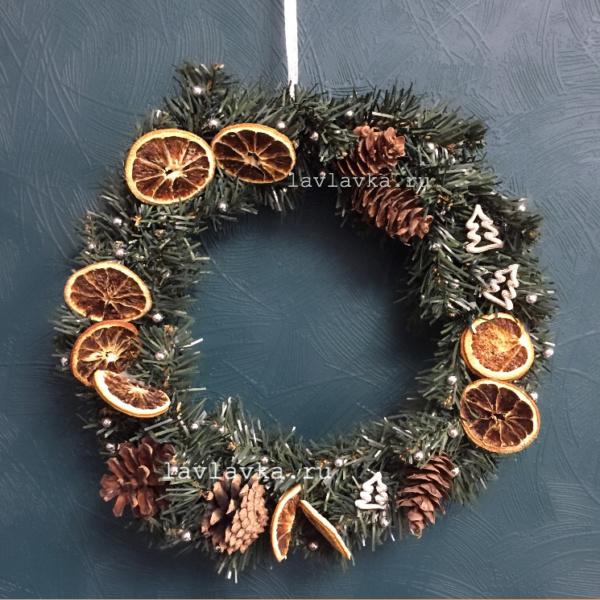 Новогодний венок №7, апельсин, бусины, венок, венок на дверь, декор для дома, ель, искусственная ель, новогоднее украшение, новогодние композиции, новогодний венок, новогодний декор, новогодний подарок, шишки,