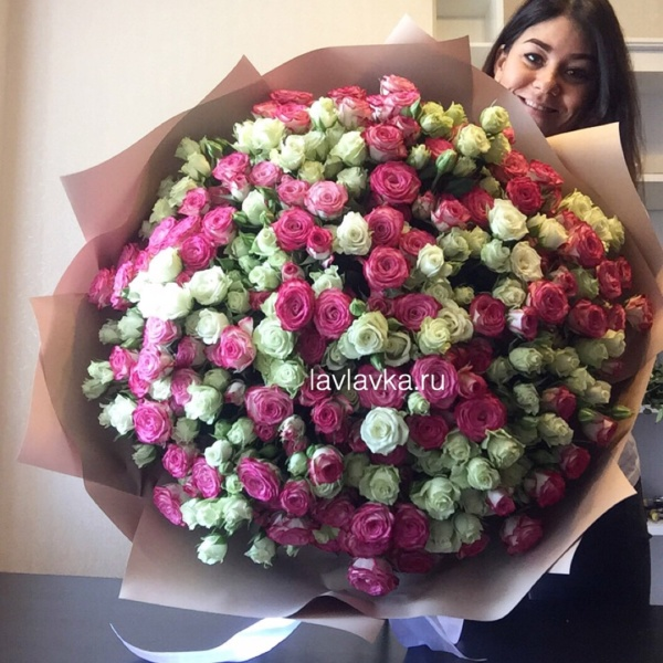 Букет №99, 51 кустовая роза, большой букет, букет гигант, букет из 51 кустовой розы, букет из кустовых роз, букет из роз, букеты из роз, дорогие букеты, роза, роза кустовая, розы,
