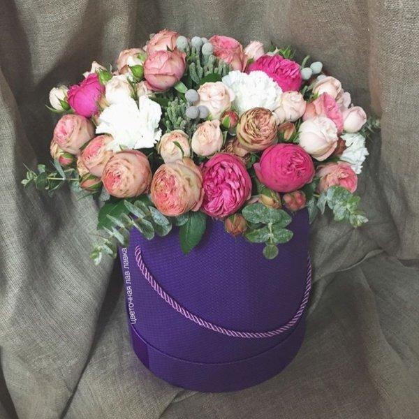 Букет в шляпной коробке №14, бруния, гвоздика, кустовая пионовидная роза, пионовидная роза, роза, розы, шляпная коробка,
