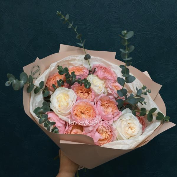 Букет №47, букет на 14 февраля, букет на 8 марта, кремовая роза, пионовидная роза, роза джульетта, эвкалипт,