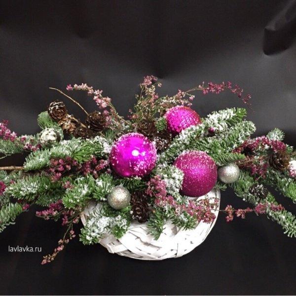 Новогодняя композиция №12, композиция с елью, композиция с нобилисом, композиция с шишками, нобилис, новогодний шар, новогодняя композиция, шар, шишки, эрика,