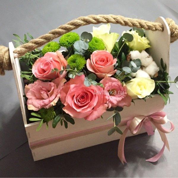 Композиция в ящике №13, букет в ящике, лизиантус, розы, фисташка, хлопок, хризантема кустовая, цветы в ящике, эустома,