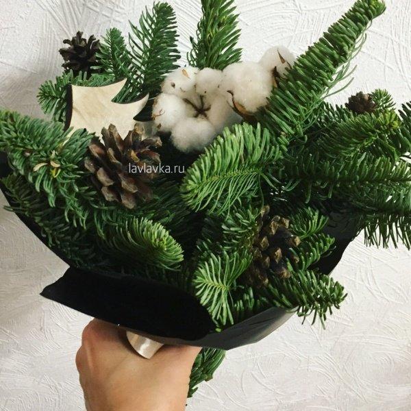 Новогодняя композиция №23, елка, нобилис, новогодние композиции, новогодний букет, новогодний декор, новогодний подарок, рождественский букет, хлопок, черная упаковка, шишки,