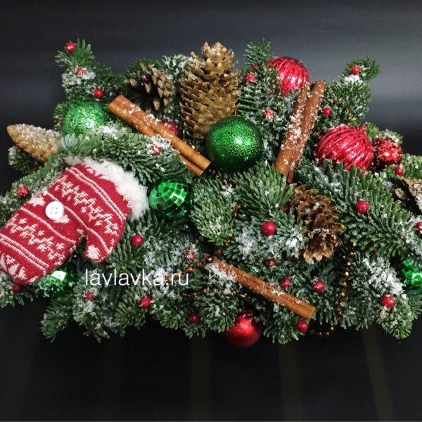 Цветочная композиция №36, букет с нобилисом, композиция с нобилисом, нобилис, новогодние композиции, новогодние свечи, шары, шишки,