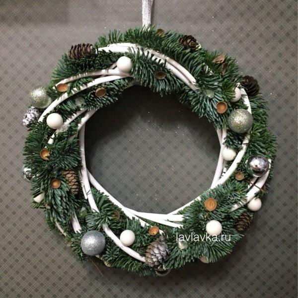 Новогодний венок №11, венок, новогодние композиции, новогодние шары, новогодний венок, новогодний венок с елью, новогодний декор, рождественский венок, шары, шишки,
