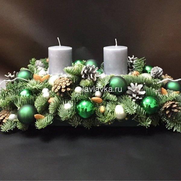 Новогодняя композиция №39, композиция с елью, композиция со свечами, новогоднее украшение, новогодние композиции, новогодние шары, новогодний декор, новогодний декор для дома, новогодний декор для офиса, новогодняя композиция, свечи, шишки,