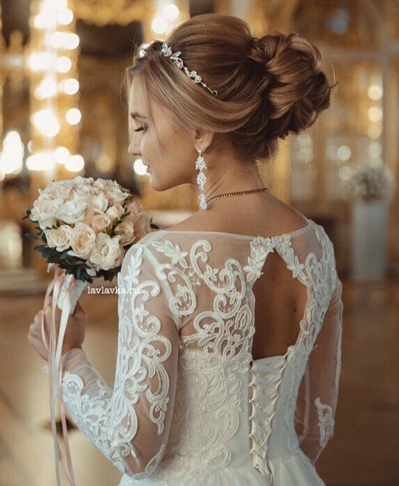 Букет невесты №23, белая фрезия, букет невесты, букет с розами, кремовая роза, кустовая пионовидная роза, пионовидная роза, роза, роза бомбастик, свадебный букет, фрезия,