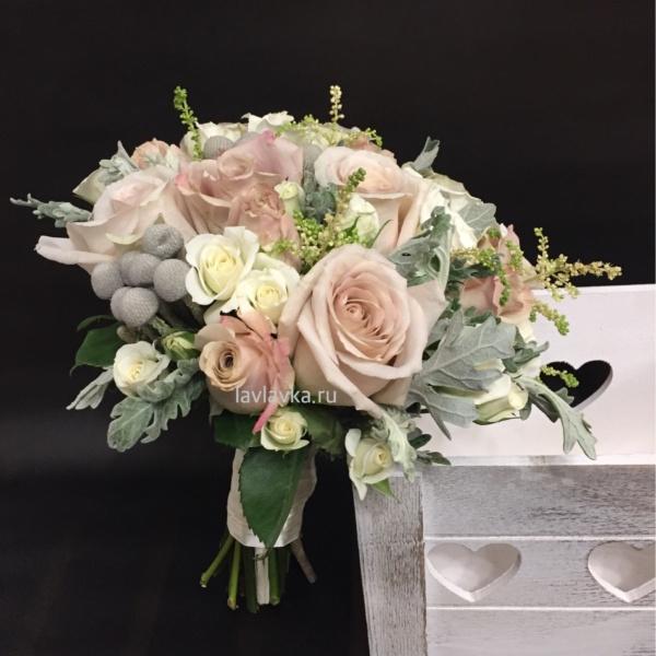 Букет невесты №26, астильба, бруния сильвер, кустовая роза, нежный букет невесты, пудровая роза, пудровый букет невесты, розы, сенецио маритима,
