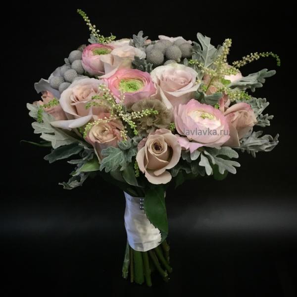 Букет невесты №24, астильба, бруния, бруния сильвер, букет невесты, кустовая пионовидная роза, нежный букет невесты, пионовидная роза, пудровые розы, пудровый букет, ранункулюс, розы, свадебный букет, сенецио, скабиоза,