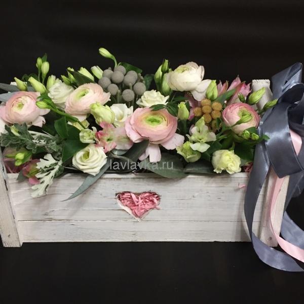 Композиция в ящике №14, альстрамерия, альстромерия, бруния, лизиантус, ранункулюс, сенецио, цветы в ящике, эустома,