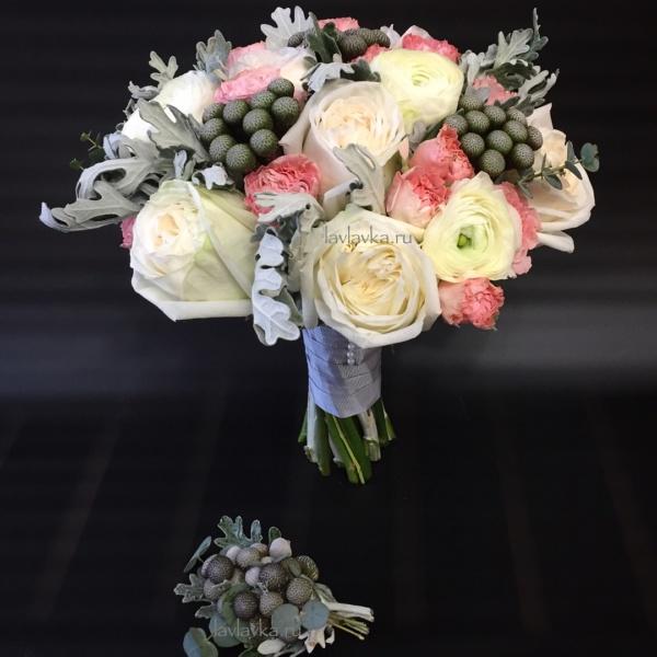 Букет невесты №28, бруния, букет невсты, красная пионовидная роза, пионовидная роза, ранункулюс, роза вайт охара, сенецио, эвкалипт,