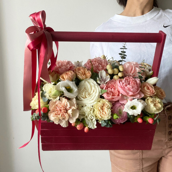 Композиция в ящике №16, букет в ящике, деревянный ящик, композиция в ящике, цветочная композиция, цветы в деревянном ящике, цветы в ящике,