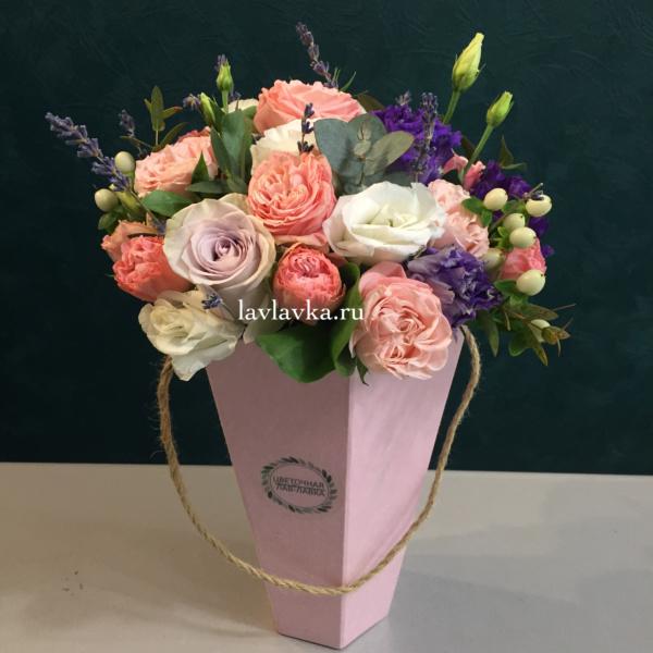 Цветочная композиция №11, букет в коробке, букет на 1 сентября, лаванда сушеная, лизиантус, пион, роза, роза кустовая пионовидная, цветы в конусе, цветы в коробке, эвкалипт,