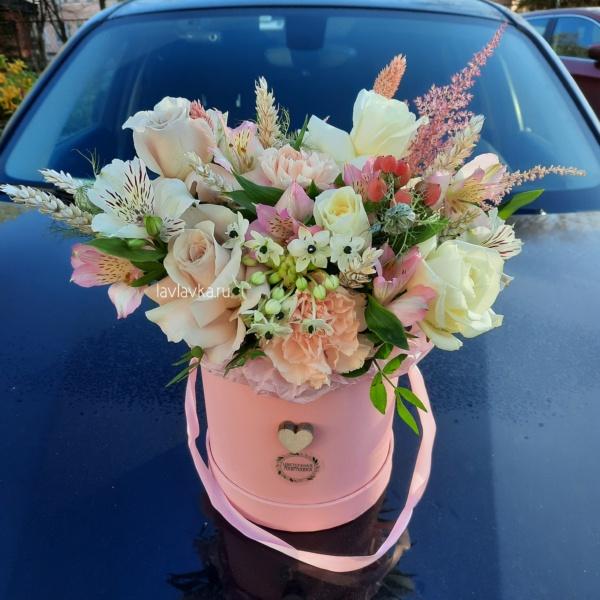 Букет в шляпной коробке №21, букет в коробке, букет в шляпной коробке, лизиантус, розовый букет, розовый лизиантус, фисташка, цветы в коробке, цветы в шляпной коробке, цветы в шляпной коробке спб, эустома,