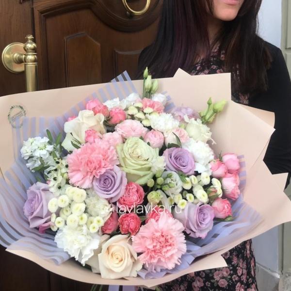 Букет №102, бая, гвоздика, кремовый букет, лизиантус, матрикария бая, неэный букет, орнитогалум, пастельный букет, роза вендела, роза мадам бомбастик, роза сиреневая,