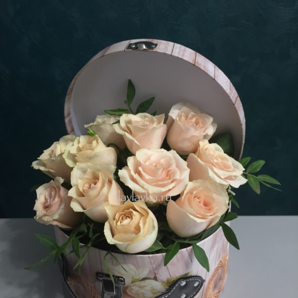 Цветочная композиция №12, композиция из роз, коробка-сундук, кремовая роза, розы, розы в коробке,